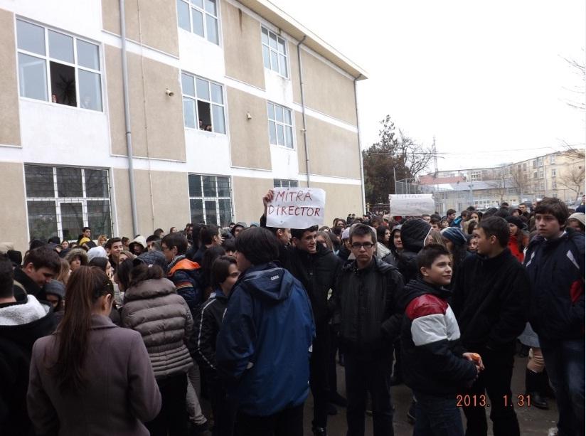 Proteste la Liceul Mihai Eminescu din Călăraşi. Elevii nu au intrat la ore!
