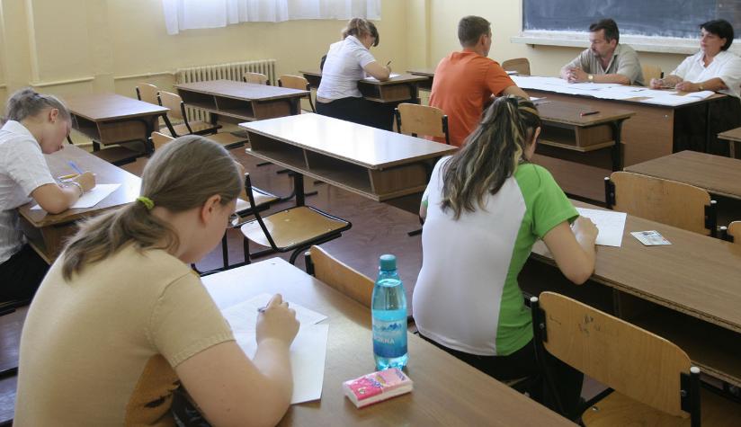 Nicio notă de promovare la matematică, simulare BAC 2013, la 4 licee din Călărași