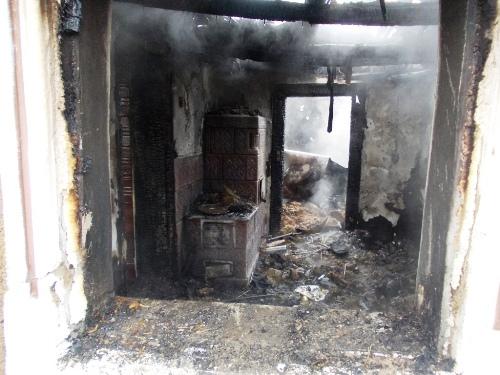 O familie din Ciocăneşti a rămas fără casă, din cauza unui incendiu