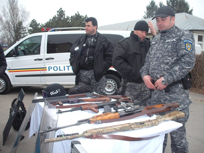Echipamente din dotare, arme şi costume ale Serviciului pentru Acţiuni Speciale sunt doar câteva dintre elementele prezentate de I.P.J. Călărași, de ziua lor