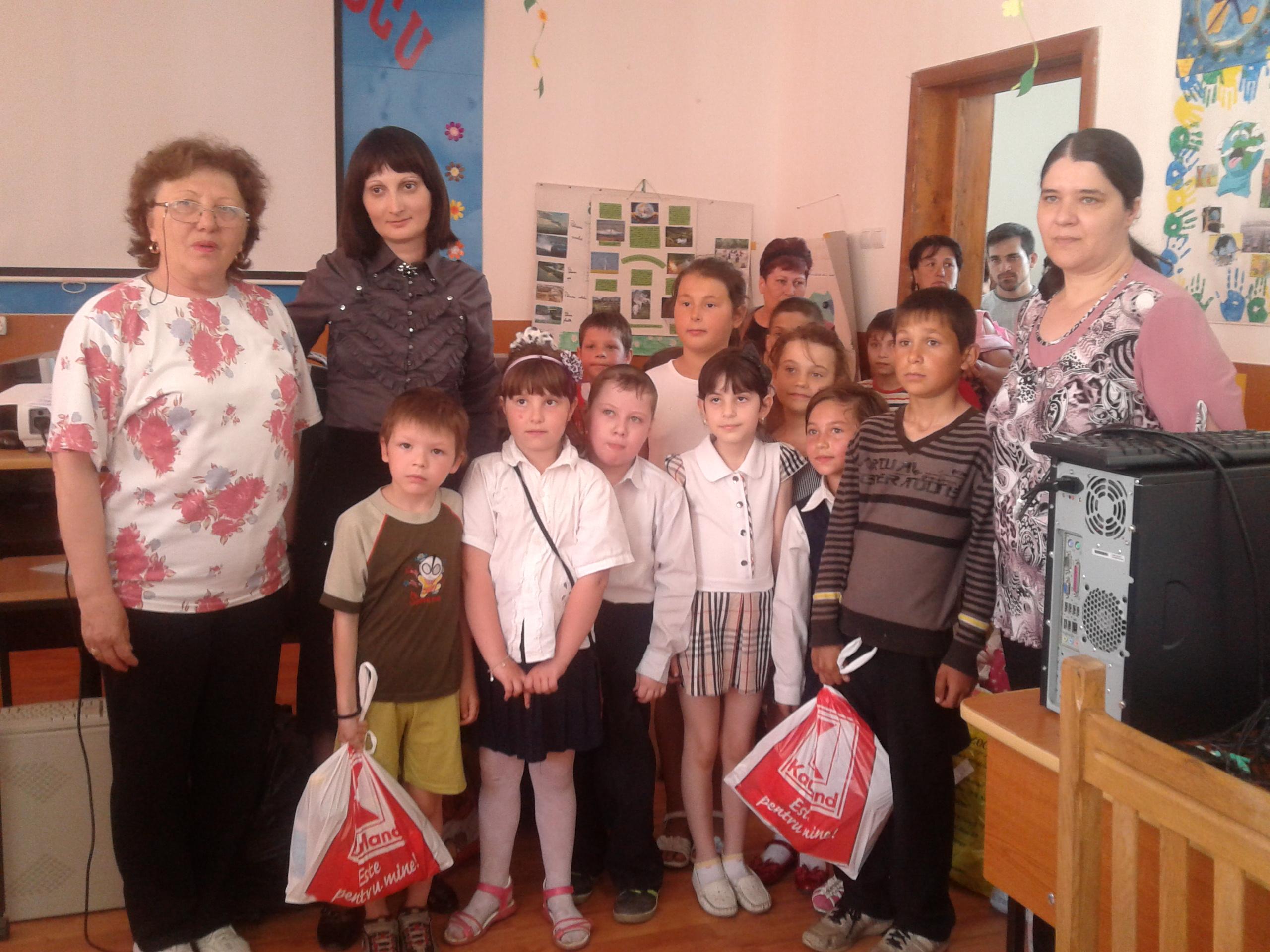 """,,Dăruind…vei dobândi"""", campanie umanitară derulată de elevii călărăşeni ai Școlii Gimnaziale Nicolae Titulescu"""