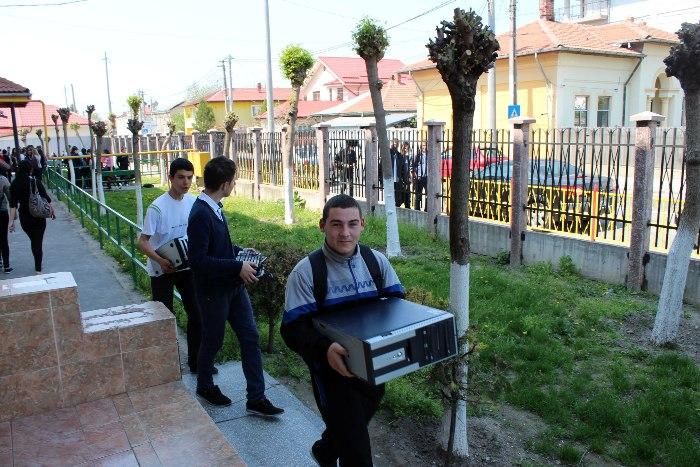 Deputatul Daniel Florea a oferit calculatoare elevilor călărășeni