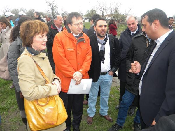 Romii din Frumuşani vor energie electrică şi intrarea în legalitate a terenurilor de locuinţe