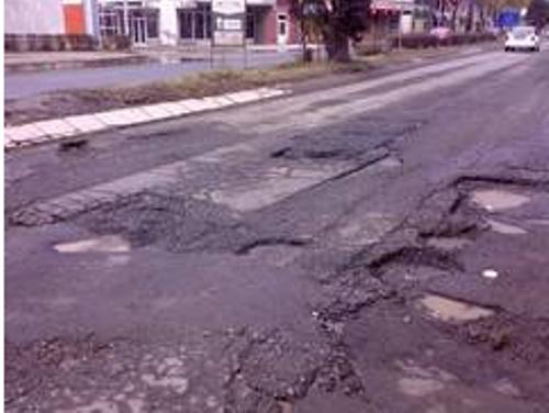 """La Călăraşi, începe ,, marea cârpeală"""" a gropilor din asfalt"""