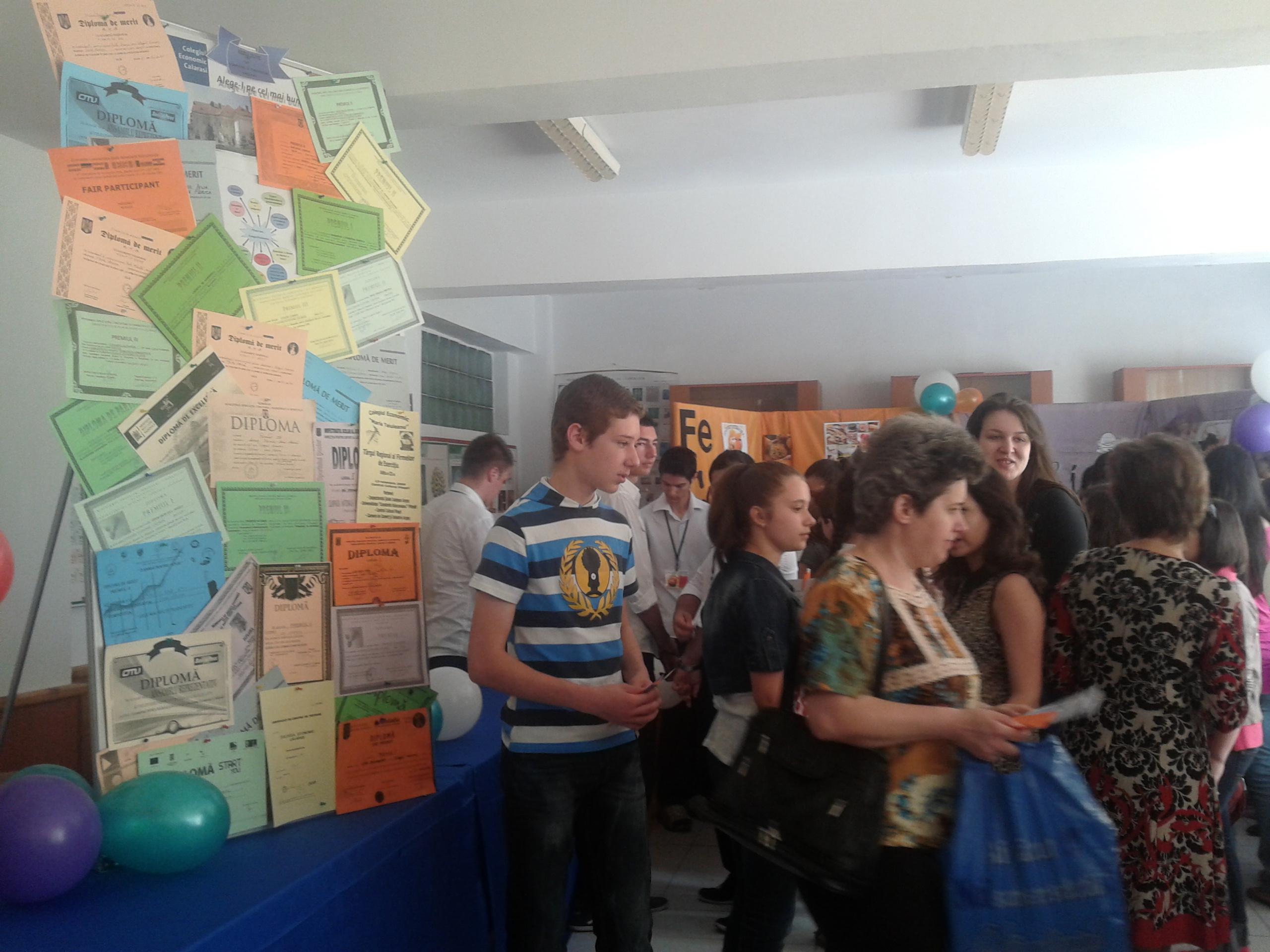 Peste 800 de elevi călărăşeni au participat la Târgul Ofertelor Educaţionale