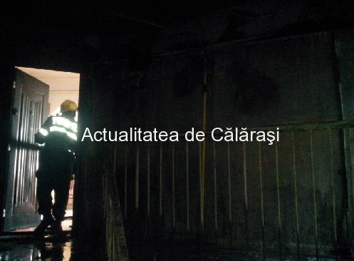 Patru apartamente incendiate de o candelă