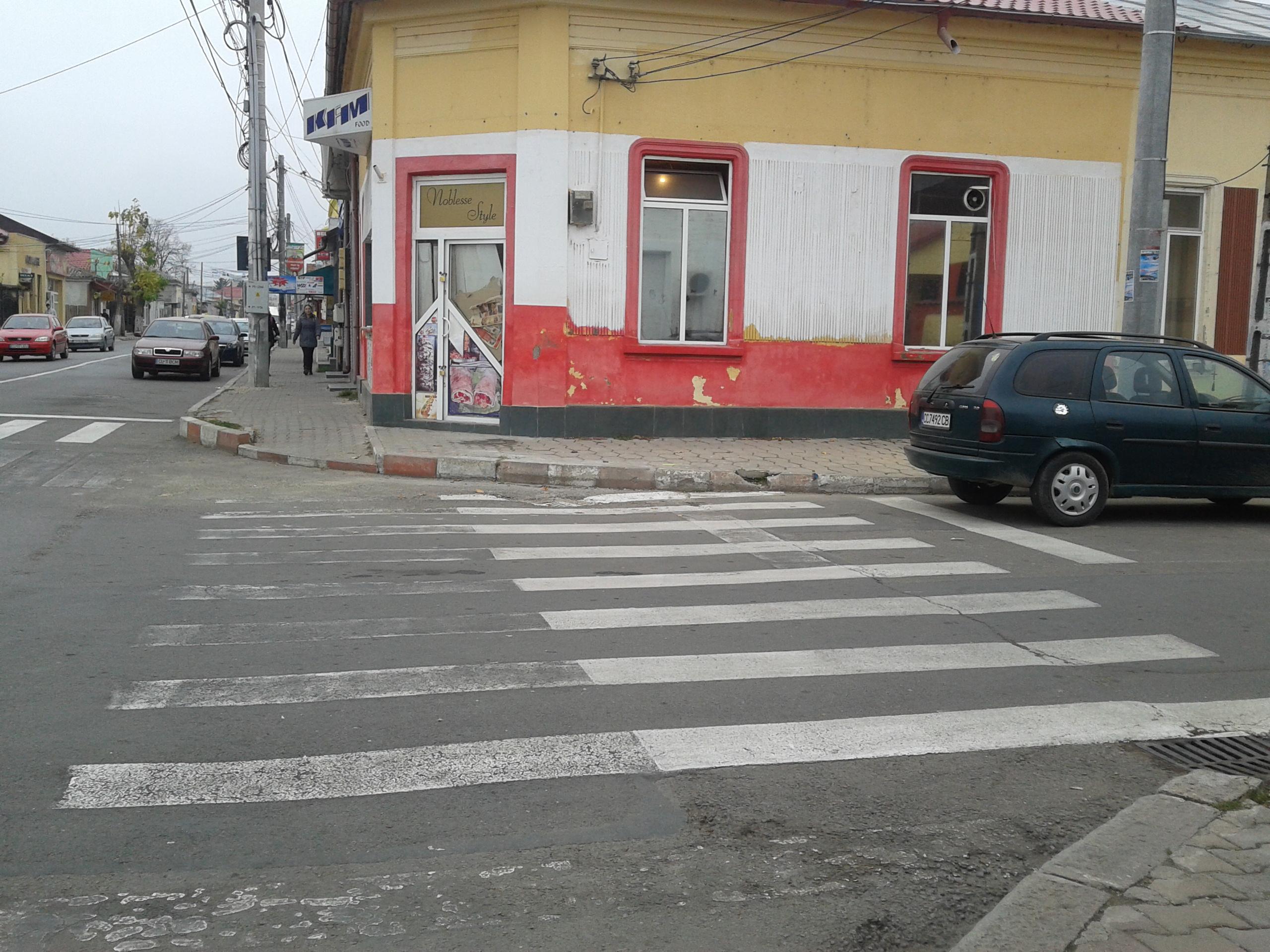 În Călăraşi, marcajele rutiere trasate, recent, au devenit aproape invizibile
