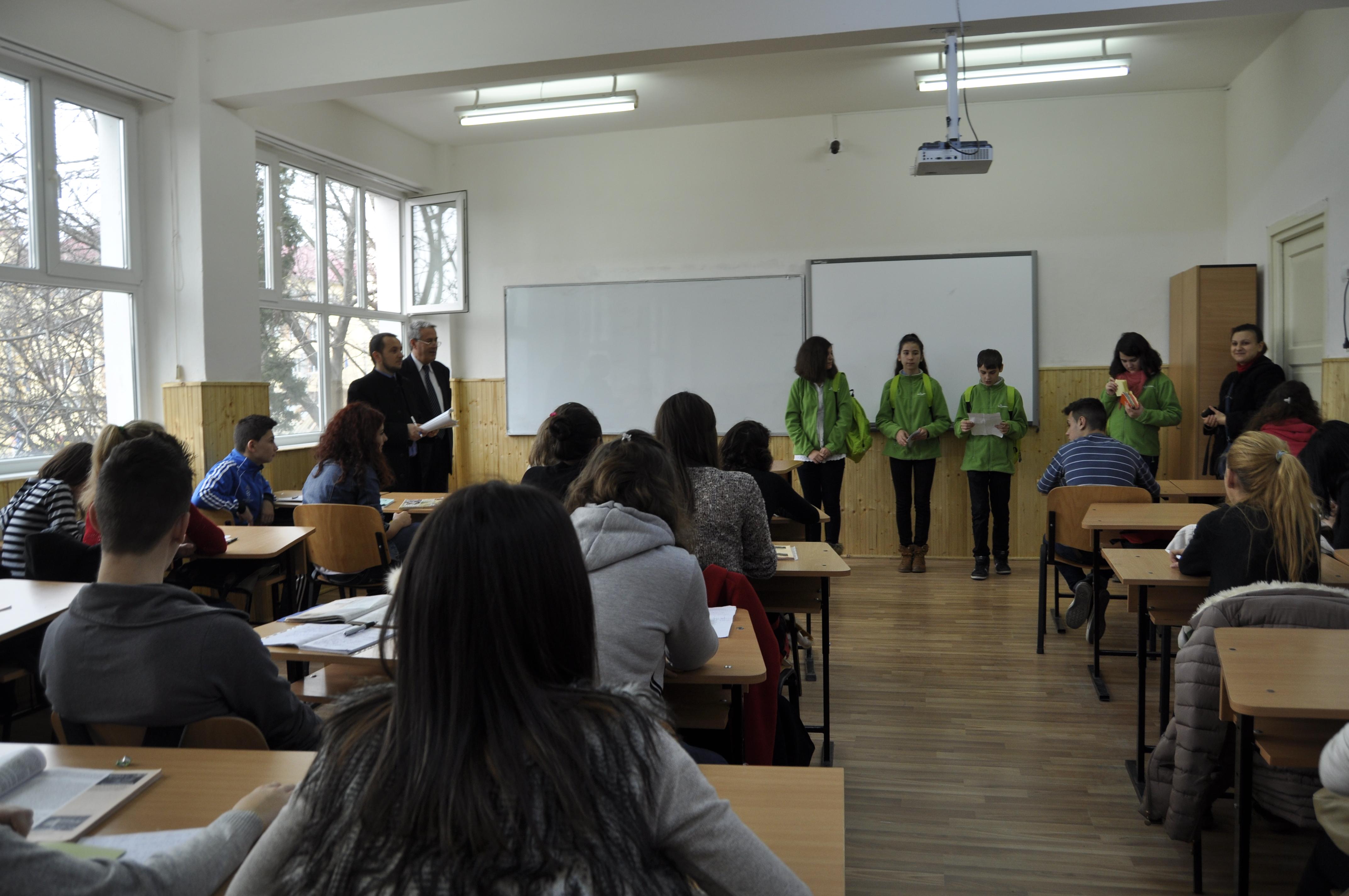 """Elevii de la Şcoala """"Mircea Vodă"""" au fost în campanie de conştientizare la Colegiul Naţional  """"Barbu Ştirbei"""""""