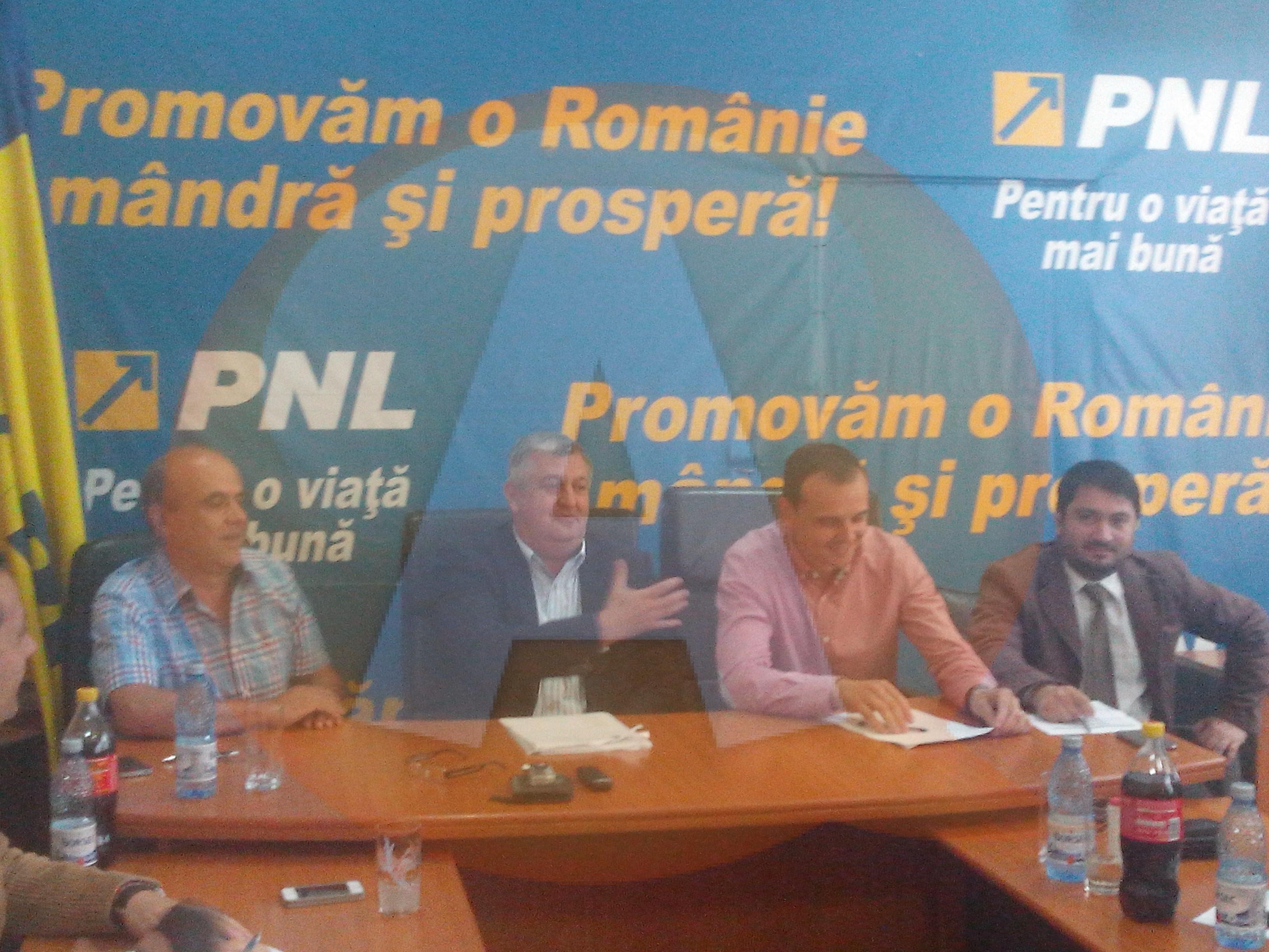 Prima conferinţă de presă comună: PNL şi PDL Călăraşi