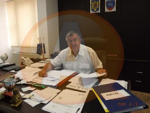 Primarul Drăgulin se implică în administraţie sau/și în UNPR?