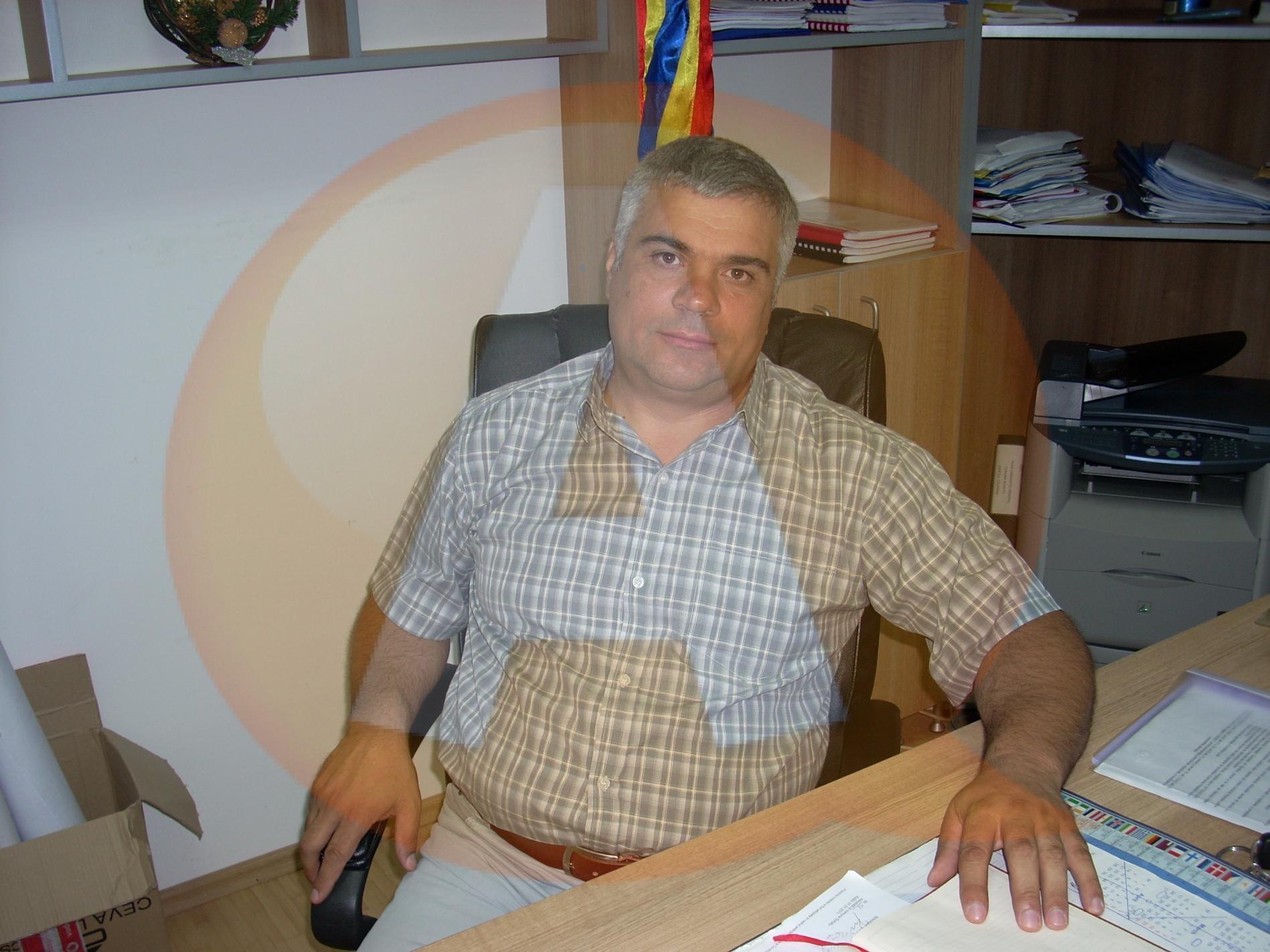 Primarul comunei Sohatu şi un consilier judeţean PP-DD au trecut la PSD