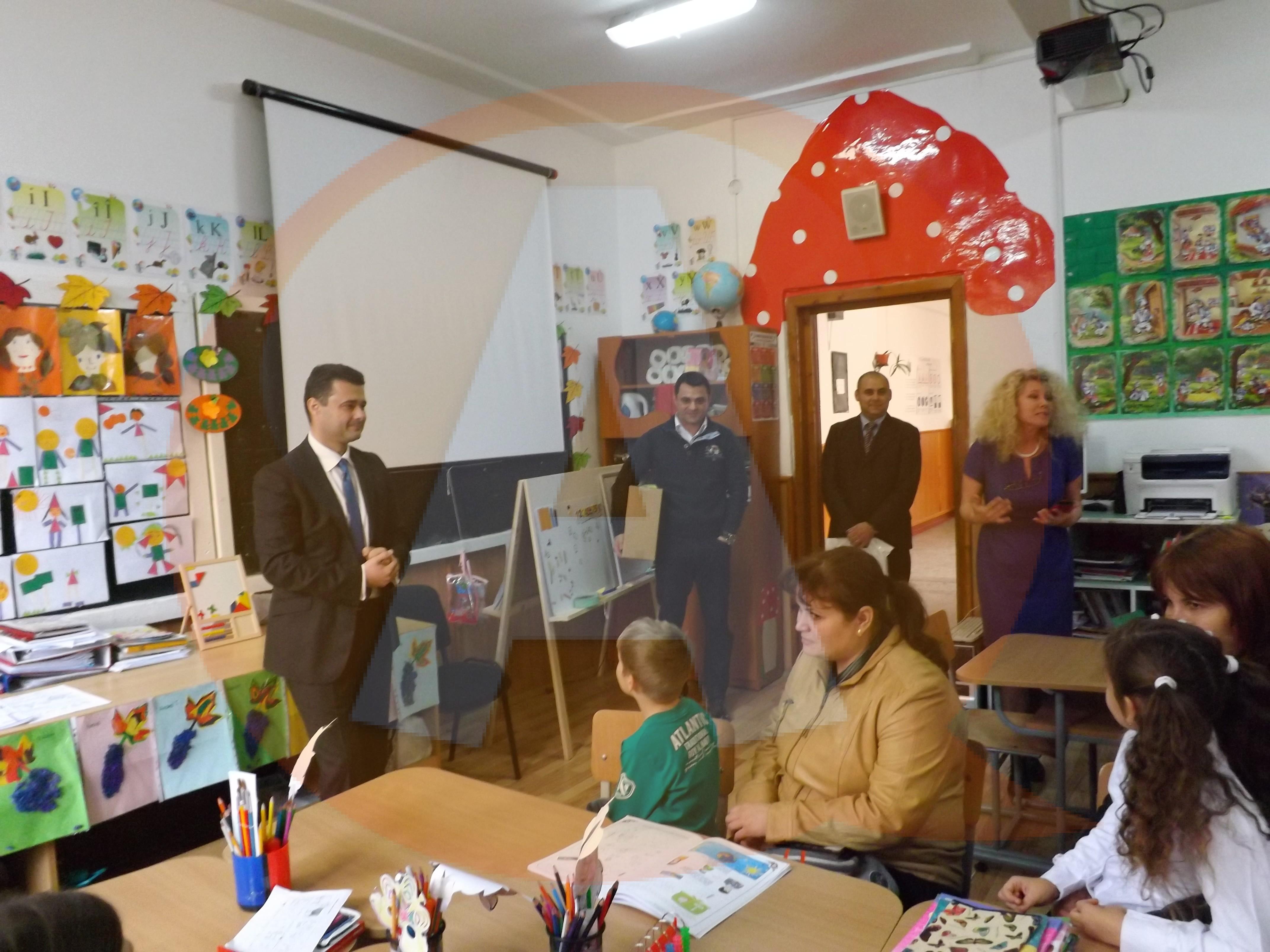 Deputatul Daniel Florea le-a făcut o surpriză elevilor de la clasa pregătitoare a Şcolii Nicolae Titulescu