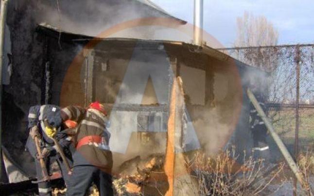 I-a ars casa de la o lumânare lăsată nesupravegheată