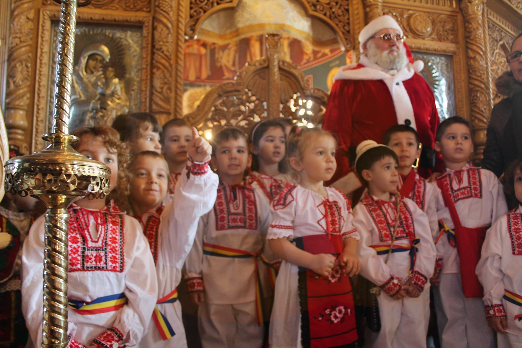 """Preșcolarii grădiniței """"Voinicel""""au vestit nașterea lui Iisus Hristos"""