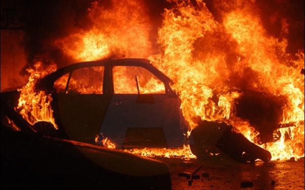 ISU/ Intervenție la incendiu de autovehicul, în municipiul Călărași