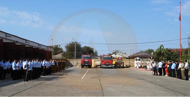De ziua lor, pompierii călărășeni și-au prezentat tehnica de intervenție