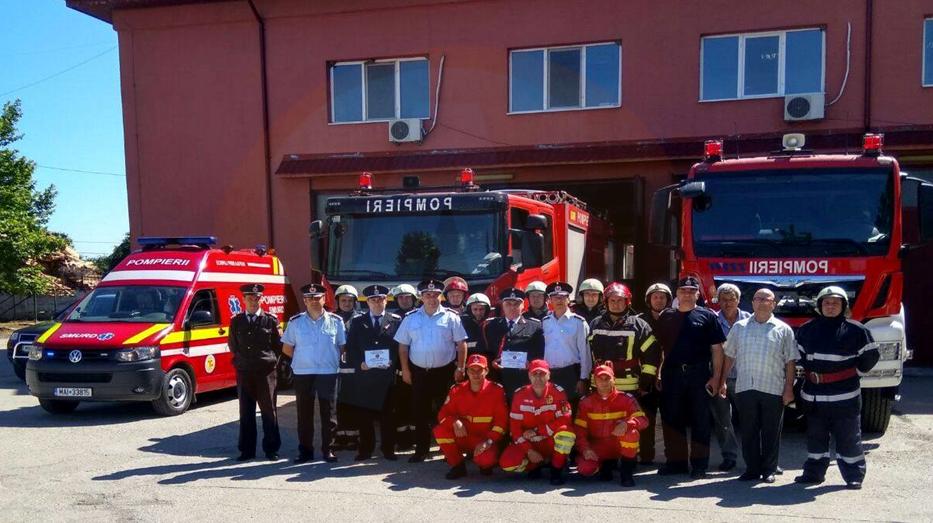 Doi pompieri olteniţeni au fost sărbătoriți, cu ocazia ieșirii la pensie