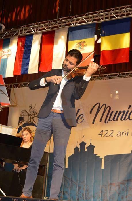 Astăzi, sunteți invitați la un concert simfonic, cu participarea violonistului Răzvan Stoica