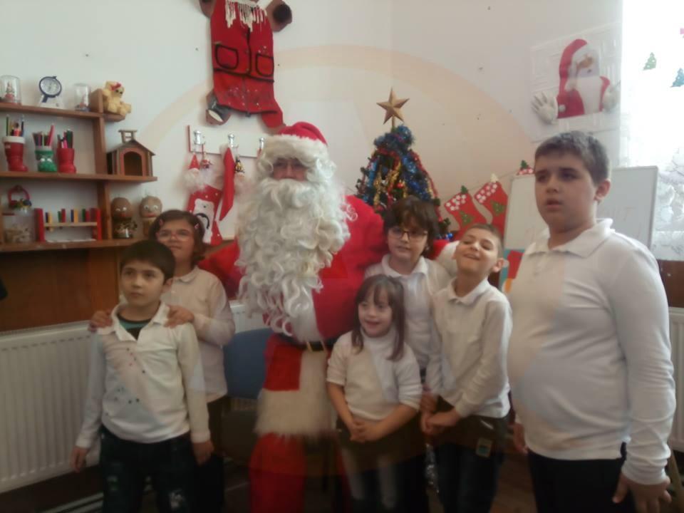 Copiii cu nevoi speciale au primit daruri din partea Fundaţiei C.I.D. România