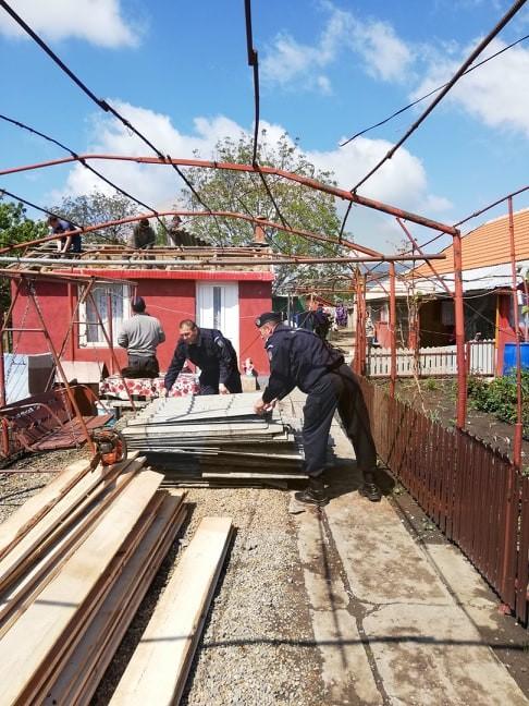 Jandarmii călărăşeni intervin în sprijinul persoanelor afectate de tornadă