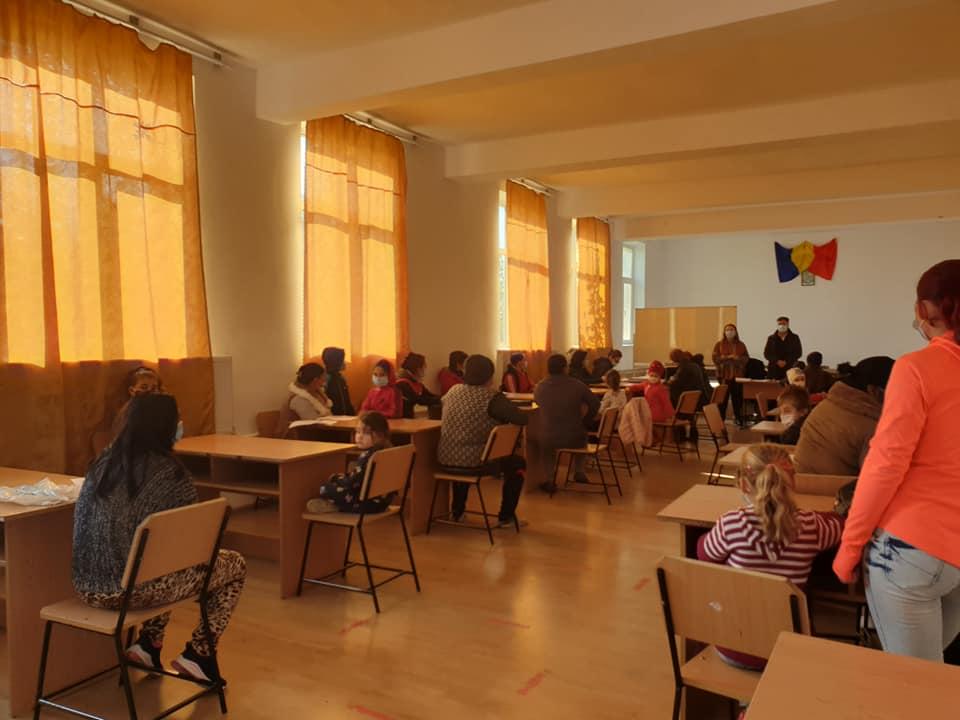 Primarul Aniel Nedelcu Pațurcă a oferit elevilor, din comuna Borcea, dispozitive electronice, pentru școala online